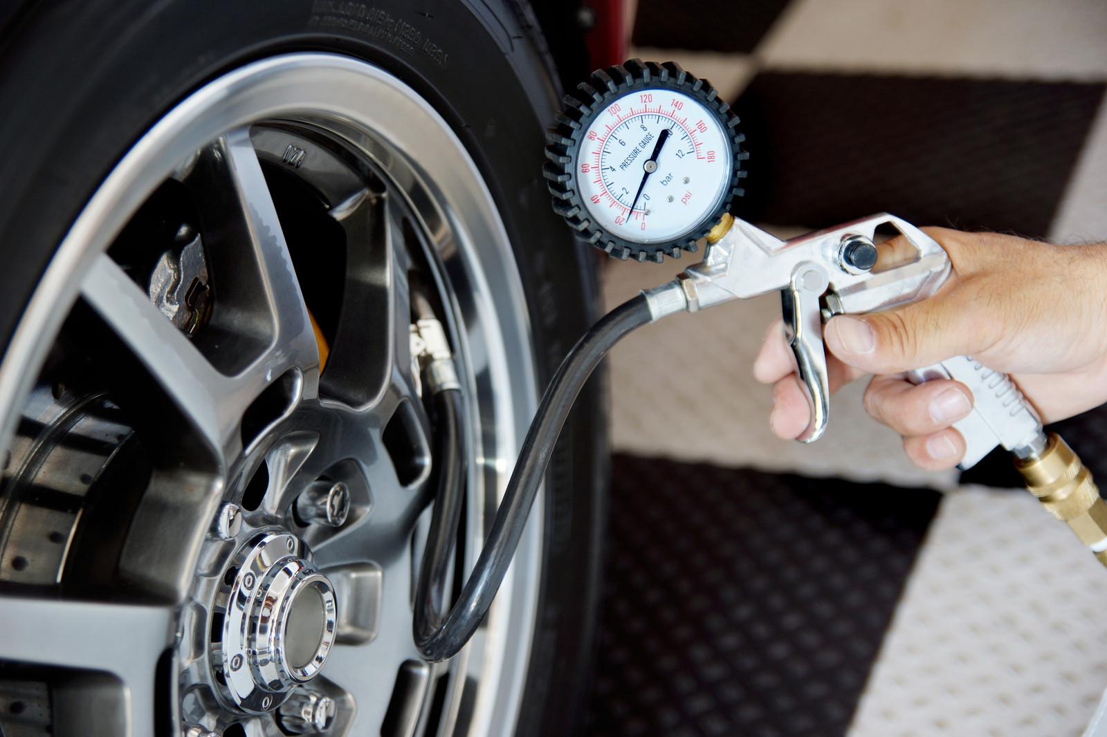 Измерване налягане на гуми